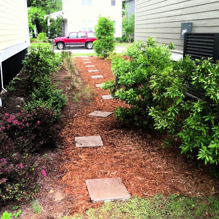 Laying Mulch In Garden Garden Ftempo